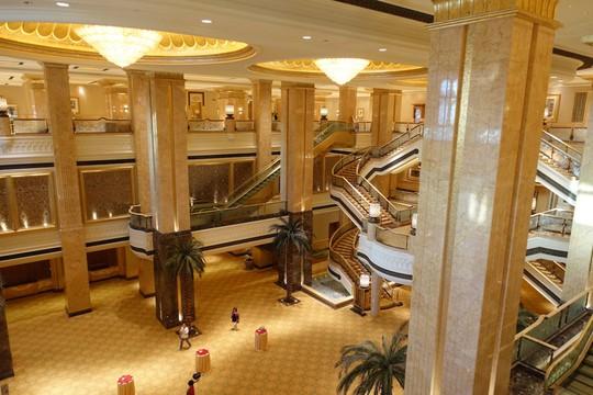 Khách sạn 7 sao lộng lẫy như cung điện - Ảnh 4.