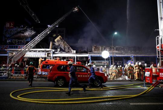 Cháy lớn nhấn chìm 40 tầng của tòa tháp Dubai trong biển lửa - Ảnh 4.