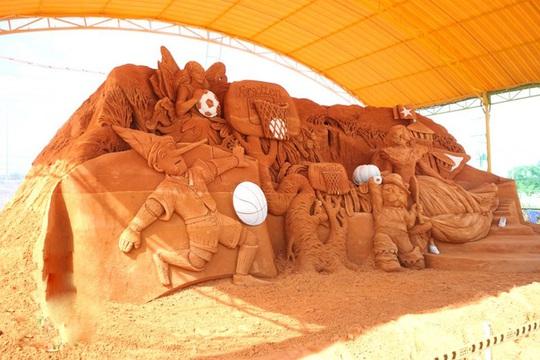 Phan Thiết có Công viên tượng cát đầu tiên trên thế giới - Ảnh 4.