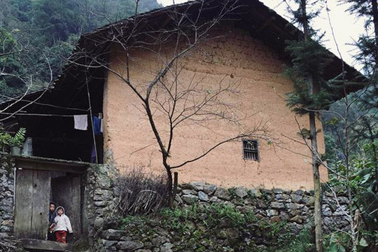 Cúi đầu bái phục kiến trúc nhà cổ của người Mông - Ảnh 4.