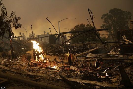 Cháy rừng ở California dữ dội nhất trong lich sử - Ảnh 5.