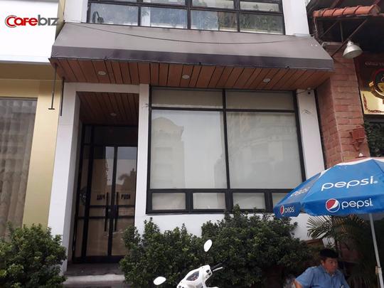 The KAfe tại 52, Nguyễn Chí Thanh cũng đóng cửa, biển hiệu đã bị tháo dỡ.