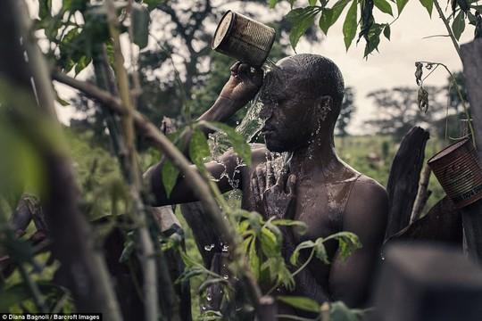 Để được kết hôn, nam thanh niên Senegal sống trong rừng một tháng - Ảnh 5.