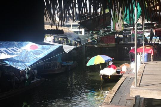 Đi chợ nổi Taling Chan ở Bangkok - Ảnh 5.