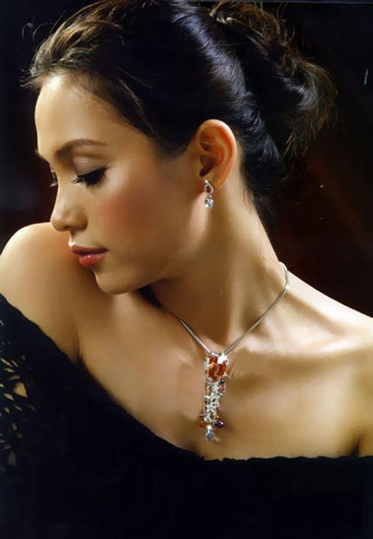 Nhan sắc đẹp lạ của Hoa hậu có nụ cười quyến rũ nhất Việt Nam - Ảnh 5.