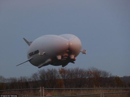 Máy bay lớn nhất thế giới gặp sự cố ở Anh - Ảnh 5.