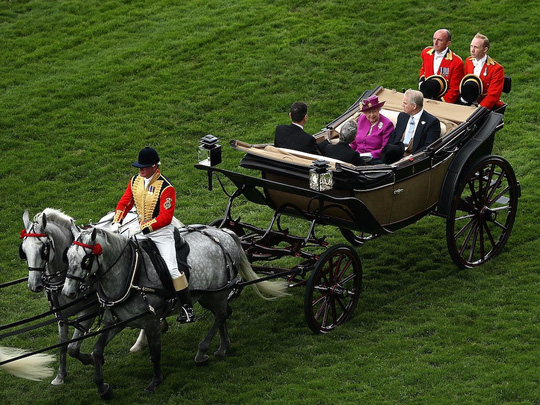 Khối tài sản khổng lồ hái ra tiền của Nữ hoàng Anh - Ảnh 6.
