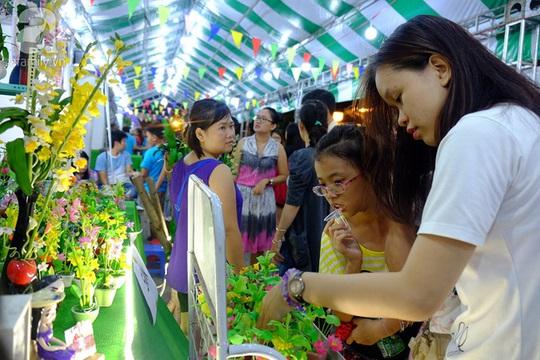 Chợ phiên vỉa hè đầu tiên tại bến Bạch Đằng