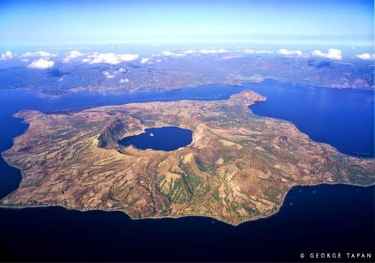 Những hồ nước kỳ lạ trên thế giới - Ảnh 7.
