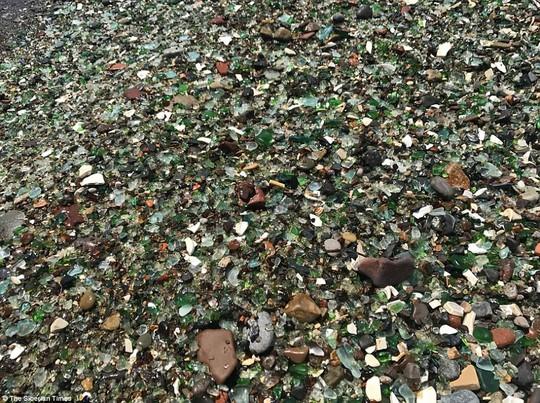 Bãi biển thủy tinh lấp lánh có nguy cơ biến mất - Ảnh 8.
