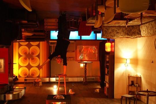 Những quán bar khiến khách say cả khi chưa uống - Ảnh 8.