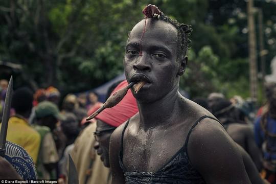 Để được kết hôn, nam thanh niên Senegal sống trong rừng một tháng - Ảnh 8.