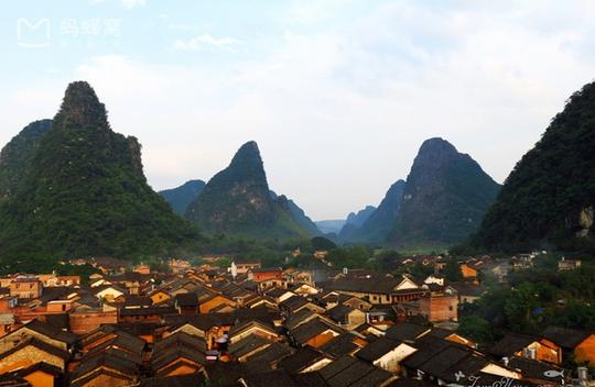 Những điểm du lịch nổi như cồn, đẹp lung linh ở Trung Quốc - Ảnh 8.