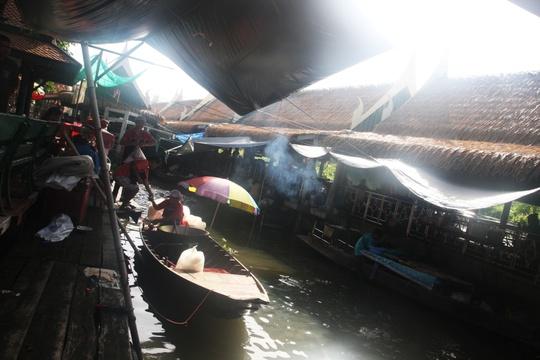 Đi chợ nổi Taling Chan ở Bangkok - Ảnh 8.