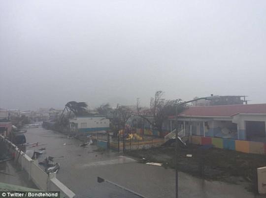 Siêu bão Irma phá hủy 90% đảo Barbuda, đang hướng đến Mỹ - Ảnh 8.