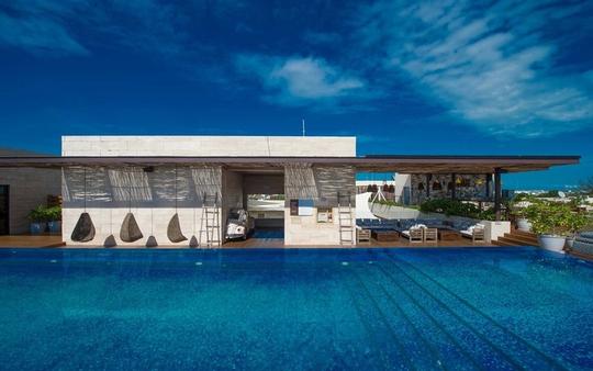 10 khách sạn có bể bơi sân thượng đẹp nhất - Ảnh 9.
