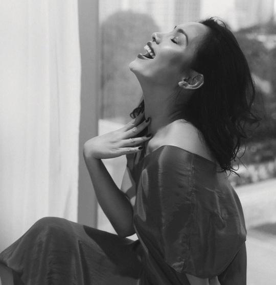 Nhan sắc đẹp lạ của Hoa hậu có nụ cười quyến rũ nhất Việt Nam - Ảnh 9.