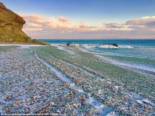 Bãi biển thủy tinh lấp lánh có nguy cơ biến mất - Ảnh 10.