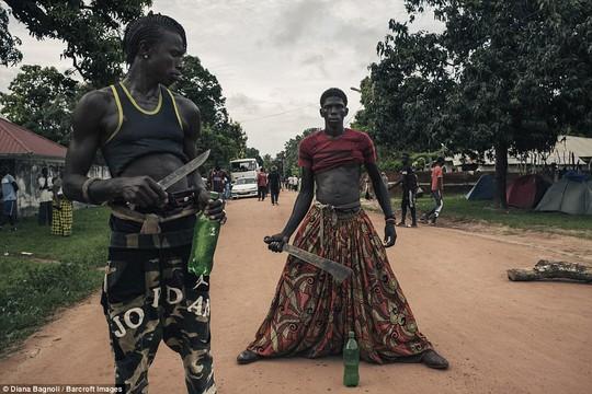 Để được kết hôn, nam thanh niên Senegal sống trong rừng một tháng - Ảnh 10.