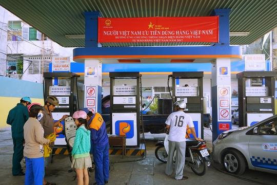 """Petrolimex treo khẩu hiệu ủng hộ hàng Việt: """"Không phải như phản đối Uber, Grab"""" - Ảnh 1."""