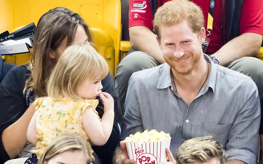 """Hoàng tử Harry bắt tại trận """"tên trộm nhí"""" - Ảnh 8."""