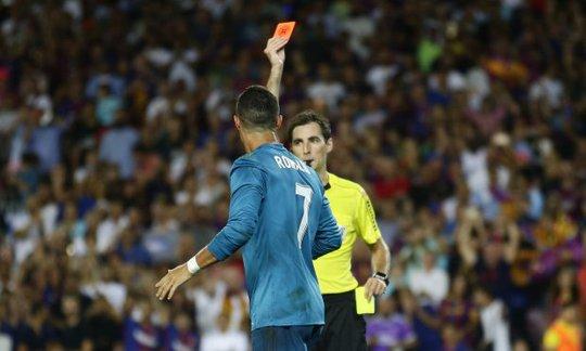 Đẩy trọng tài, Ronaldo đối mặt với án phạt - ảnh 4