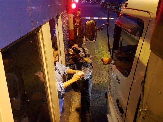 Hưng Yên kiến nghị di dời trạm BOT sau khi tài xế trả tiền lẻ - Ảnh 1.