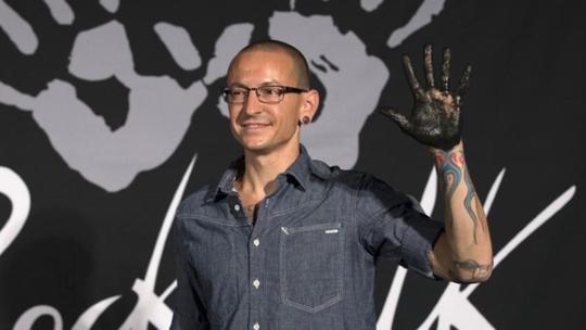 Giọng hát chính của Linkin Park treo cổ tự tử - Ảnh 1.