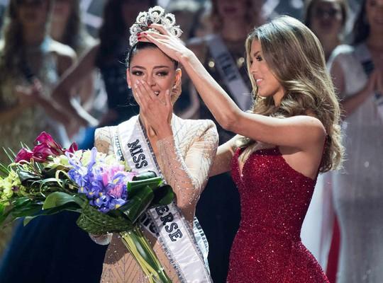 Cận cảnh nhan sắc tân Hoa hậu Hoàn vũ - Ảnh 1.