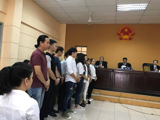 NSƯT Nguyễn Công Ninh yểm trợ tinh thần cho Ngọc Trinh tại Tòa  - Ảnh 6.