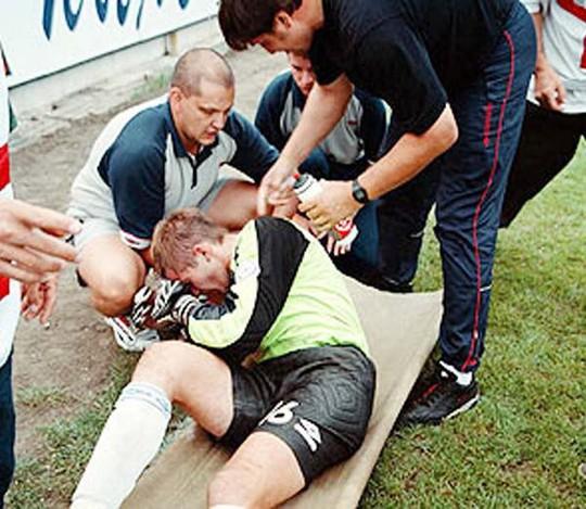 Những vụ va chạm khiến thủ môn chết trên sân - Ảnh 5.