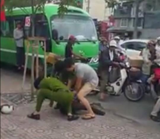 Soái ca bắt cướp giữa Sài Gòn làm xao xuyến cộng đồng mạng - Ảnh 3.