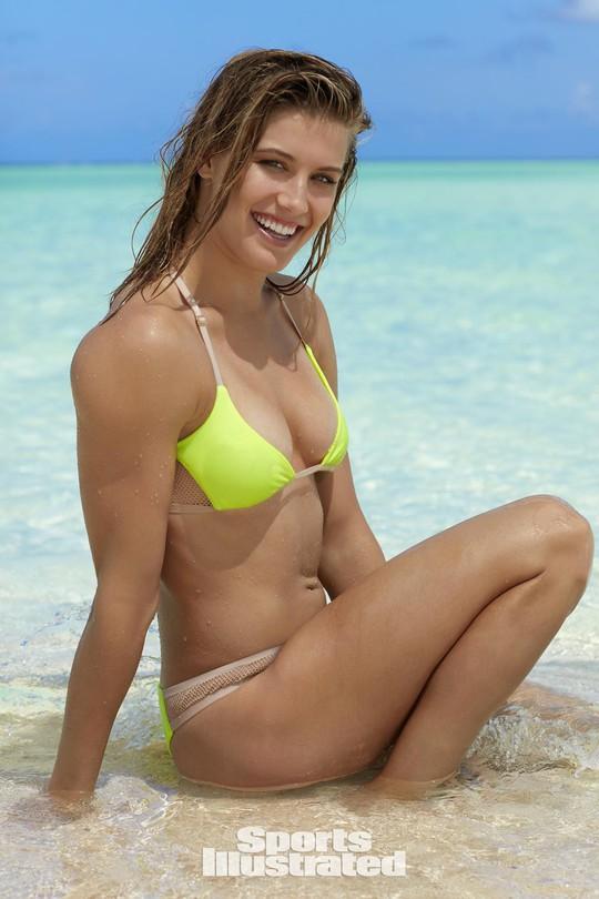 Mỹ nhân quần vợt Bouchard diện bikini tím bỏng mắt - Ảnh 3.