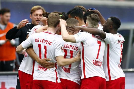 Ghi 3 bàn trong 10 phút, Bayern ngược dòng khó tin - Ảnh 3.