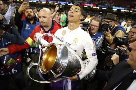 Chùm ảnh Real Madrid mừng chức vô địch châu Âu lần thứ 12 - Ảnh 11.
