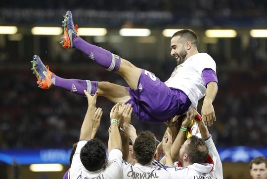 Chùm ảnh Real Madrid mừng chức vô địch châu Âu lần thứ 12 - Ảnh 10.