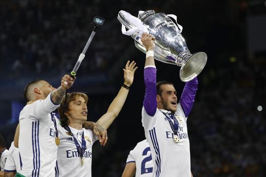 Chùm ảnh Real Madrid mừng chức vô địch châu Âu lần thứ 12 - Ảnh 5.