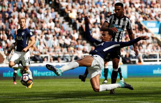 Mất người, thầy trò Benitez thua đau Tottenham ngay trên sân nhà - Ảnh 8.