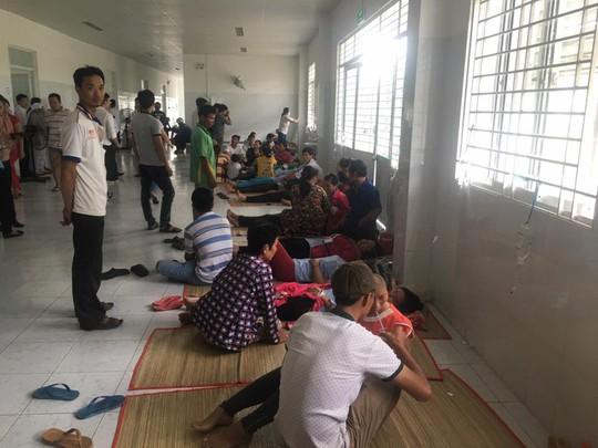 Vụ ngộ độc tập thể ở An Giang: Hơn 100 công nhân tái nhập viện - Ảnh 4.
