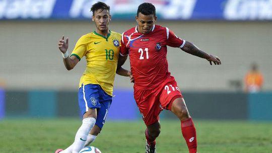 Tiền vệ Amilcar Henriquez (phải) trong một lần đối đầu Neymar của Brazil