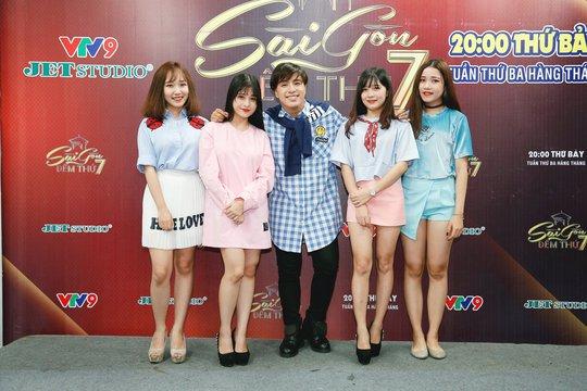Ngắm bộ sưu tập áo dài tuyệt đẹp mang tên Cô Ba Sài Gòn của NTK Minh Châu - Ảnh 6.