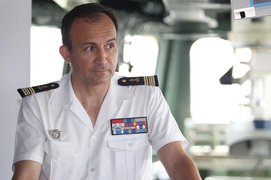 Thuyền trưởng tàu Mistral, Thượng tá Stanislas de Chargeres, nhấn mạnh nhóm tàu trong chiến dịch kéo dài 5 tháng lần này đều thuộc loại tàu triển khai trong các khu vực mang tính chiến lược đối với các lợi ích của Pháp. Ảnh: Hoàng Triều