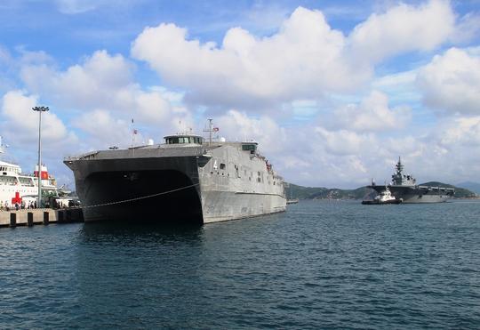 Cận cảnh tàu hải quân Nhật, Mỹ thăm Cam Ranh - Ảnh 10.