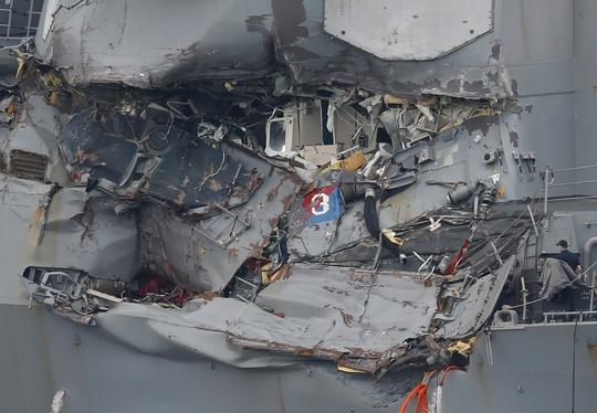 Phát hiện nhiều thi thể trên tàu khu trục Mỹ gặp nạn