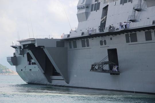 Cận cảnh tàu hải quân Nhật, Mỹ thăm Cam Ranh - Ảnh 3.