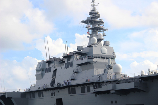 Cận cảnh tàu hải quân Nhật, Mỹ thăm Cam Ranh - Ảnh 4.