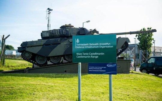 Đạn nổ trong xe tăng, 4 binh sĩ Anh thương vong - Ảnh 1.