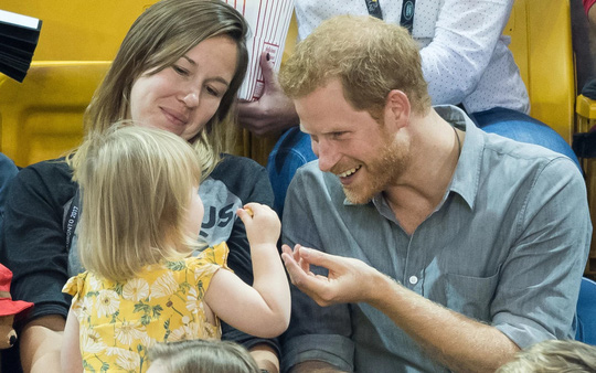 """Hoàng tử Harry bắt tại trận """"tên trộm nhí"""" - Ảnh 4."""