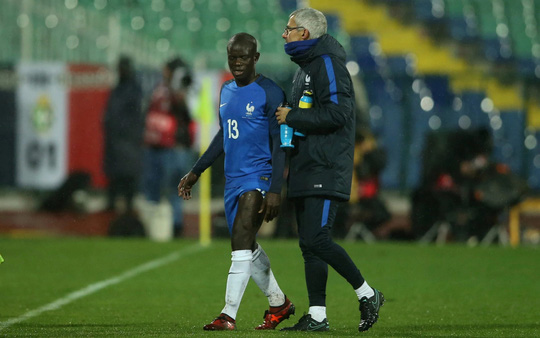 M.U, Chelsea nhận hung tin từ Fellaini và Kante - Ảnh 2.