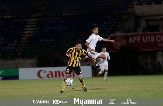 Thủ môn lại biếu chức vô địch U18 cho Thái Lan - Ảnh 1.